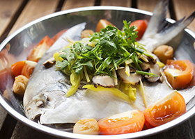 Teochew_Steamed_White_Pomfret