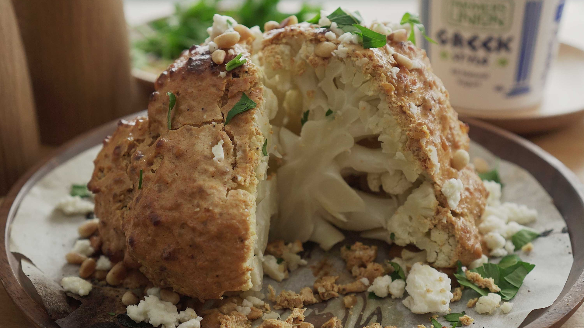 Roasted Cauliflower With Spiced Yogurt Sauce - 烤酸奶菜花