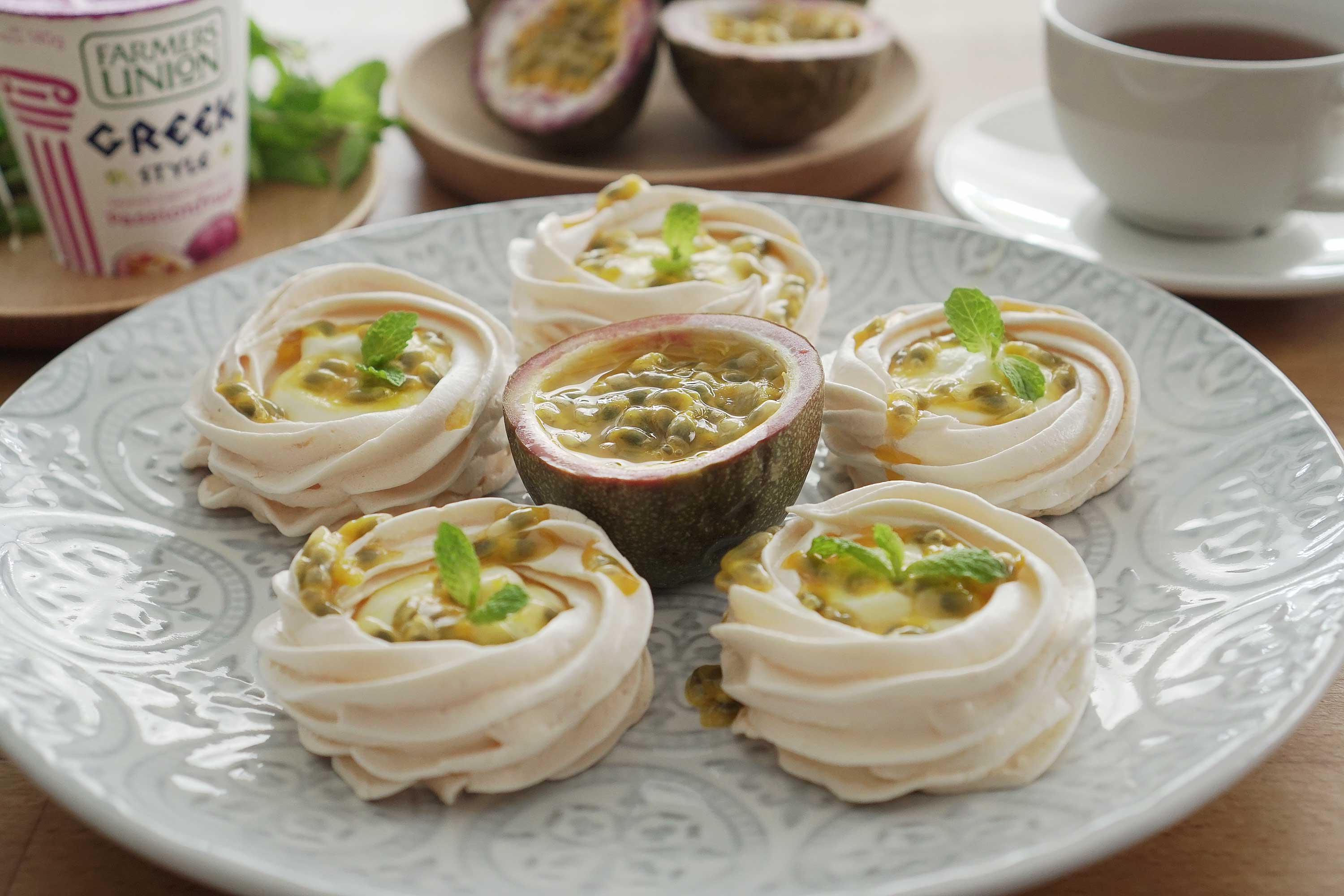 Pavlova With Passionfruit Yogurt Cream - 百香果帕夫洛娃