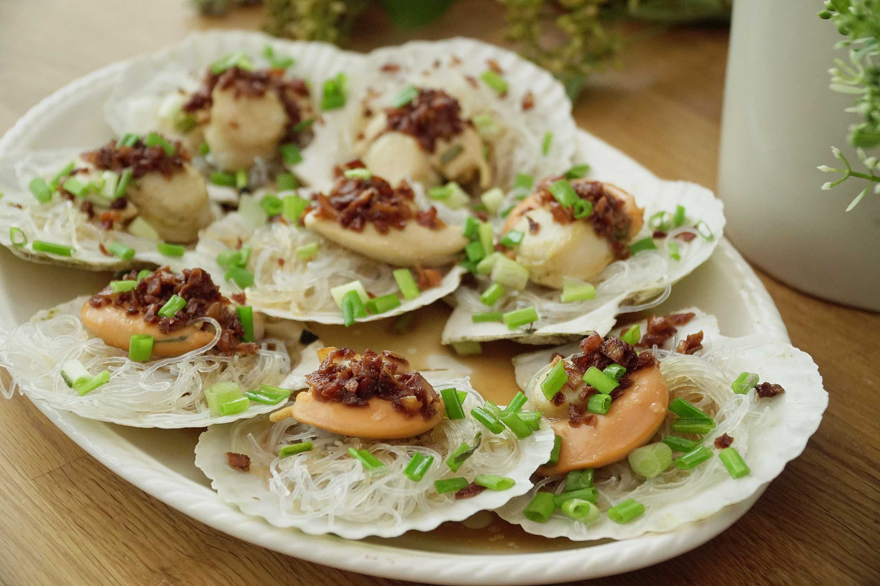 Steamed Scallops with Glass Noodles - 蒜蓉冬粉蒸带子